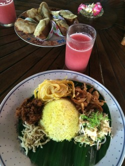Nasi kuning dan jus semangka